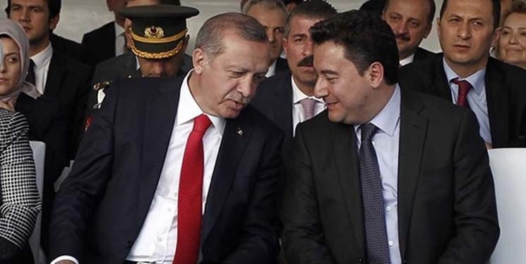 علی باباجان به دلیل اختلاف با اردوغان، از حزب حاکم کناره گیری کرد