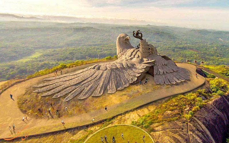 عقابی که تنها یک بال دارد، بزرگترین مجسمه پرنده جهان در هند!