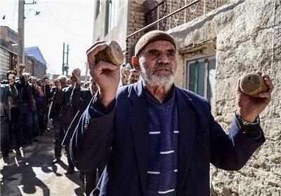 از چادرپوشی تا پخت نان عباس علی در سرخ ترین روستای ایران